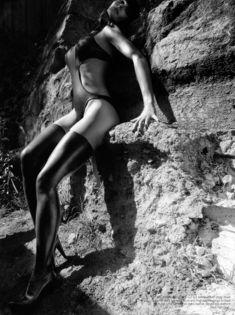 Горячая Брук Шилдс в эротической фотосессии для журнала Kurv фото #5