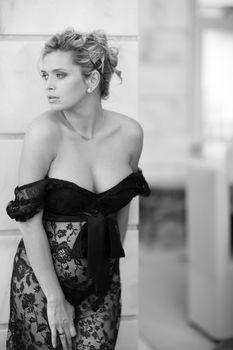 Беременная Вера Брежнева в прозрачном платье фото #1