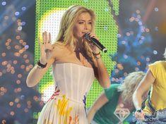 Крупные соски Веры Брежневой засветились в прозрачном платье на сцене фото #2