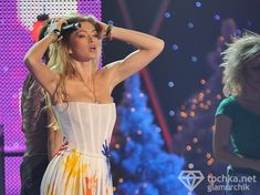 Крупные соски Веры Брежневой засветились в прозрачном платье на сцене фото #6