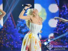 Крупные соски Веры Брежневой засветились в прозрачном платье на сцене фото #11
