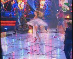 Крупные соски Веры Брежневой засветились в прозрачном платье на сцене фото #17