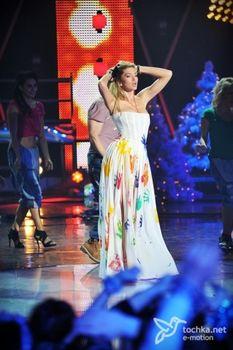Крупные соски Веры Брежневой засветились в прозрачном платье на сцене фото #18