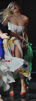 Крупные соски Веры Брежневой засветились в прозрачном платье на сцене фото #19
