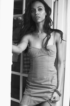 Сексуальная фотосессия Зои Салдана для журнала Esquire фото #3