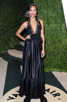Красотка Зои Салдана с открытым декольте на Vanity Fair Oscar Party фото #5