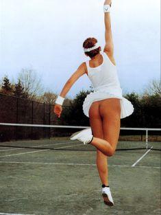 Сексуальная Кайли Миноуг оголила попку для британского журнала GQ фото #2