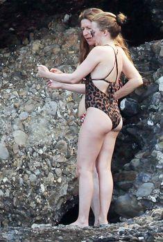 Изящная Кайли Миноуг в купальник на пляже Италии фото #2