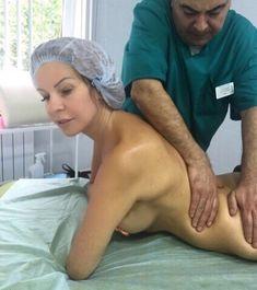 Эротичная Наталья Штурм топлесс наслаждается массажем фото #1
