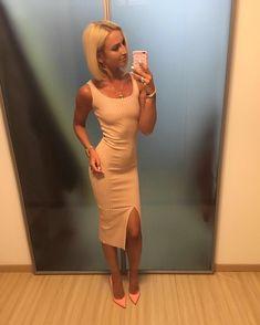 Изящная Ольга Бузова засветила соски в платье фото #1