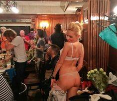 Сексуальная Алиса Вокс в белье на публичном мероприятии фото #1