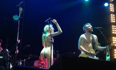 Горячая Алиса Вокс полностью разделась на сцене во время концерта «Ленинград» фото #7