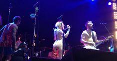 Горячая Алиса Вокс полностью разделась на сцене во время концерта «Ленинград» фото #12