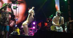 Горячая Алиса Вокс полностью разделась на сцене во время концерта «Ленинград» фото #13