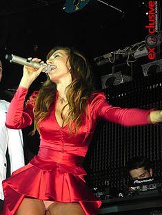 Сексуальная Анна Седокова засветила трусики на концерте фото #1