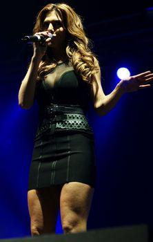 Эротический наряд Анны Седоковой на концерте фото #4