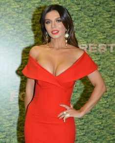 Шикарное декольте Анны Седоковой в сексуальном платье на вручении премии МУЗ-ТВ фото #3