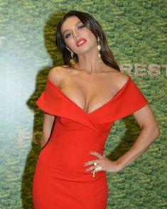 Шикарное декольте Анны Седоковой в сексуальном платье на вручении премии МУЗ-ТВ фото #4