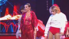 Горячая Анна Седокова засветила грудь на концерте фото #6