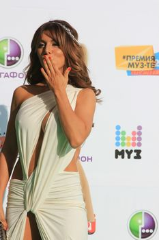 Откровенный наряд Анны Седоковой на вручении премии «Муз-ТВ» фото #6