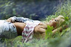 Соблазнительная Карина Зверева позирует с голой грудью фото #4