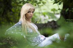 Соблазнительная Карина Зверева позирует с голой грудью фото #5