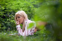 Соблазнительная Карина Зверева позирует с голой грудью фото #7
