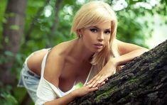 Соблазнительная Карина Зверева позирует с голой грудью фото #8