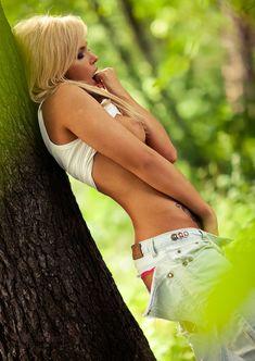 Соблазнительная Карина Зверева позирует с голой грудью фото #11