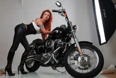 Горячая красотка Карина Зверева в эротической фотосессии с мотоциклом фото #3