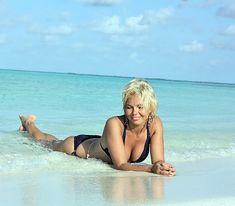 Красотка Карина Зверева в бикини на пляже фото #1