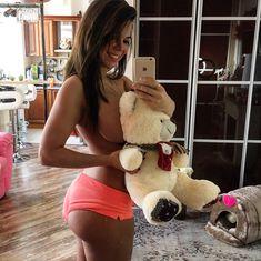 Сексуальная Карина Зверева на горячих селфи фото #17