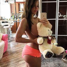 Сексуальная Карина Зверева на горячих селфи фото #19