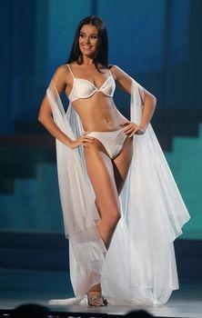 Сексуальная Оксана Федорова дефилирует в купальнике на конкурсе «Мисс Вселенная» фото #3