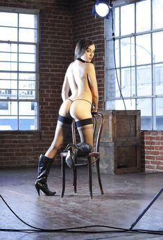 Заводная Саша Грей в сексуальных трусиках ласкает себя фото #5