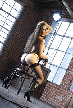 Заводная Саша Грей в сексуальных трусиках ласкает себя фото #9