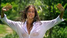Сексуальная Оксана Федорова засветила грудь в мокрой рубашке для клипа «Из-за тебя» фото #3