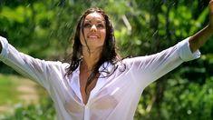 Сексуальная Оксана Федорова засветила грудь в мокрой рубашке для клипа «Из-за тебя» фото #5