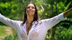 Сексуальная Оксана Федорова засветила грудь в мокрой рубашке для клипа «Из-за тебя» фото #6