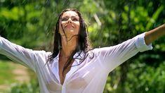 Сексуальная Оксана Федорова засветила грудь в мокрой рубашке для клипа «Из-за тебя» фото #7