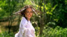 Сексуальная Оксана Федорова засветила грудь в мокрой рубашке для клипа «Из-за тебя» фото #8