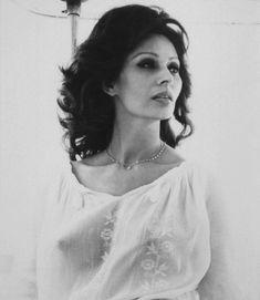 Красивая Софи Лорен засветила голую грудь в прозрачной блузе фото #1