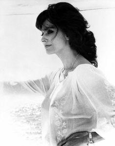 Красивая Софи Лорен засветила голую грудь в прозрачной блузе фото #2