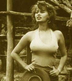 Соски Софи Лорен торчат сквозь майку на старом фото фото #1
