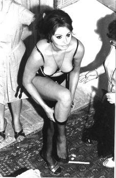 Сексуальная Софи Лорен в эротическом нижнем белье фото #1