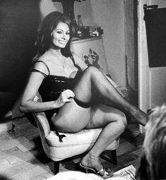 Сексуальная Софи Лорен в эротическом нижнем белье фото #3
