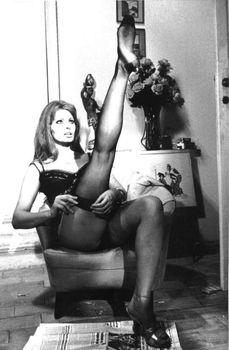Сексуальная Софи Лорен в эротическом нижнем белье фото #4