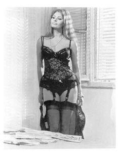 Сексуальная Софи Лорен в эротическом нижнем белье фото #6