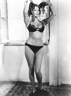 Сексуальная Софи Лорен в эротическом нижнем белье фото #12