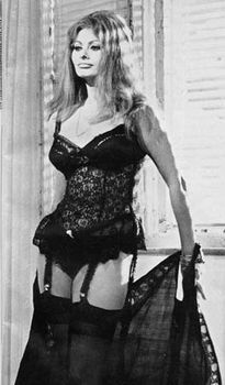 Сексуальная Софи Лорен в эротическом нижнем белье фото #16